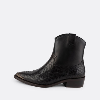 Westerns embossed snake in plain leather and silver metal toe piece detail.