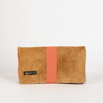 Minimalist reversible clutch in coral pink and camel with fold system and elastic.