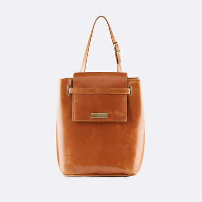 Bucket-style retro bag in classic camel leather, to be worn shoulder or handheld.