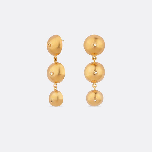 Handcrafted gold plated silver earrings for an exclusive feeling.