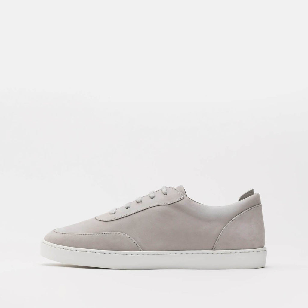 Timeless low-top sneakers in grey nubuck.