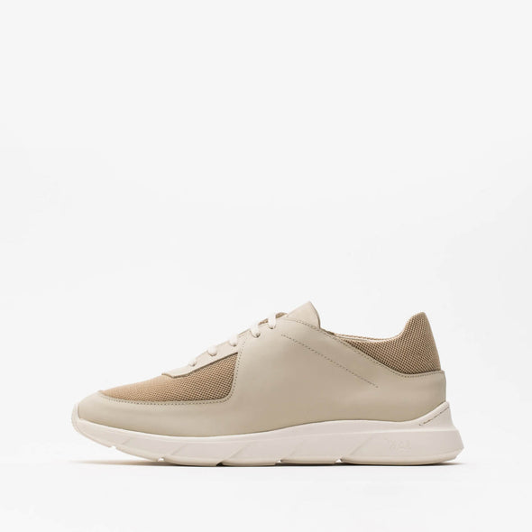 Beige runners in mesh, nubuck and rubberized leather.