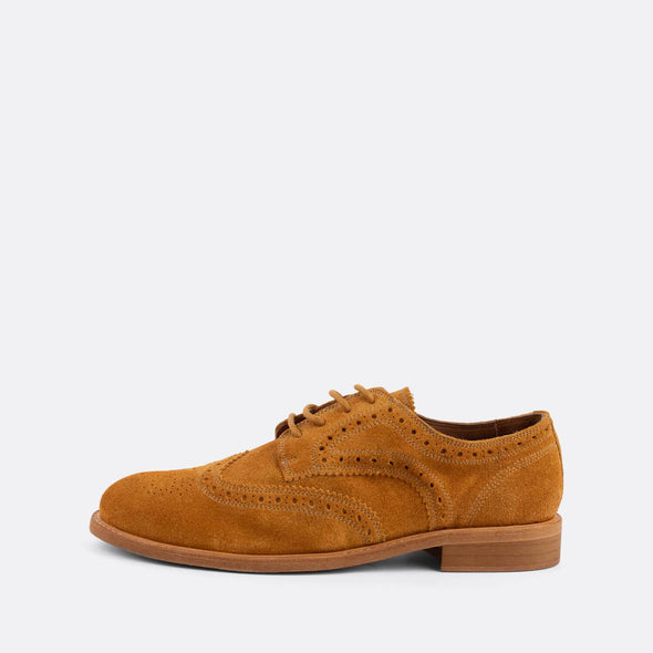 Timeless brogue derby shoes in camel suede.