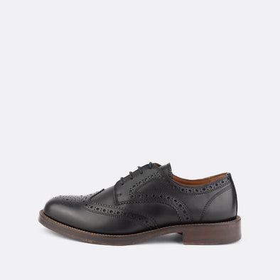 Classic derby shoes in black.