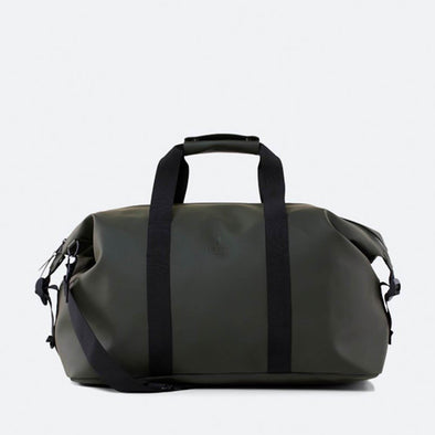 Minimalist classic travel bag in dark blue waterproof synthetic material.