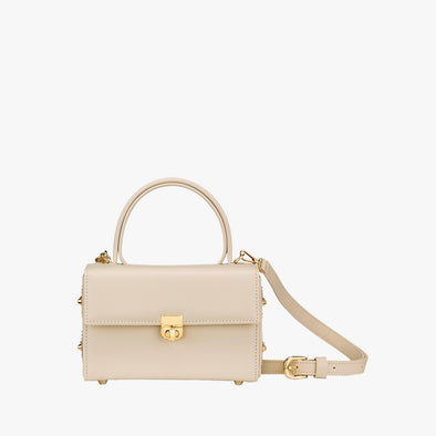 Boxy bag in off-white leather with golden metallic clasp with handle and detachable shoulder strap