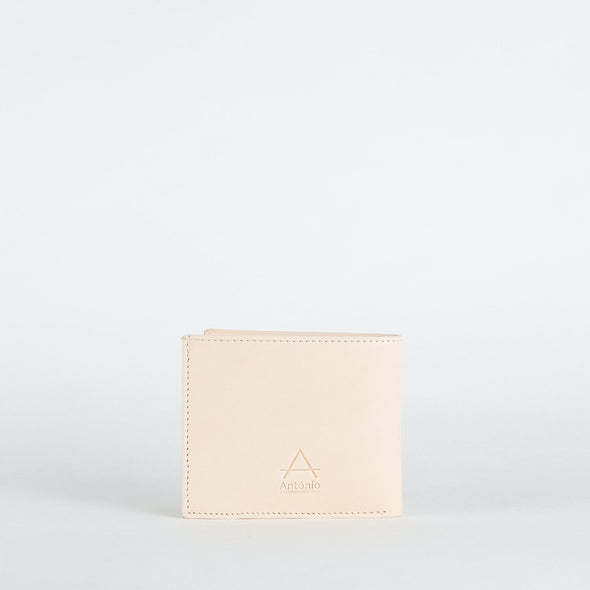 Minimalist note sleeve in chemical-free leather.
