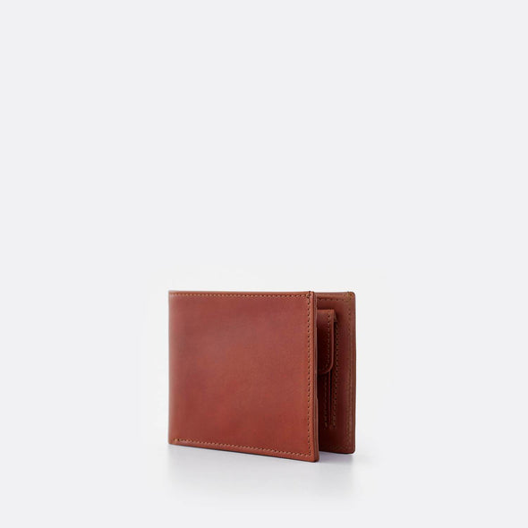 Note sleeve in camel leather.