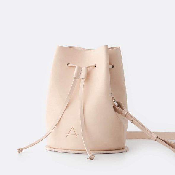 Small minimalist bucket bag in leather.