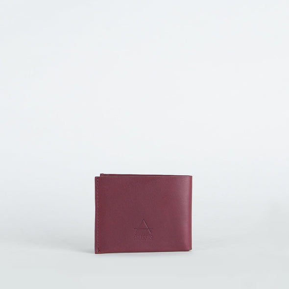 Minimalist card holder in chemical-free leather.
