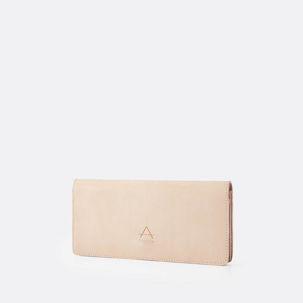 Folio wallet in natural chemical-free leather.