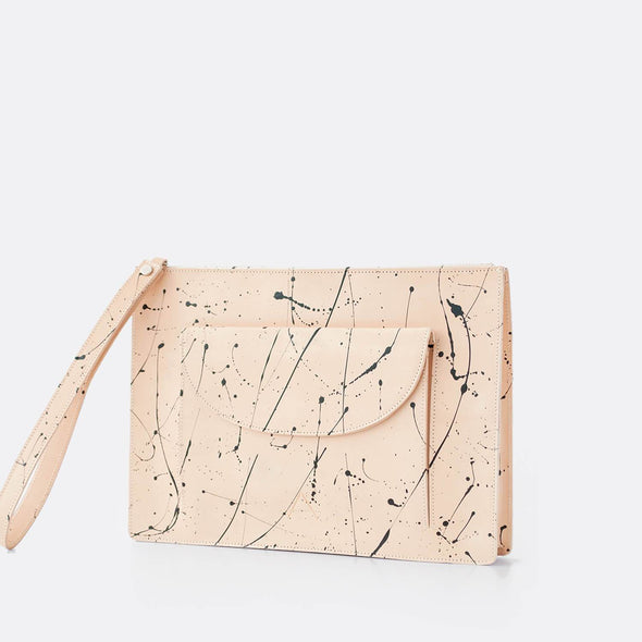 Rectangular clutch/shoulder bag in natural leather.