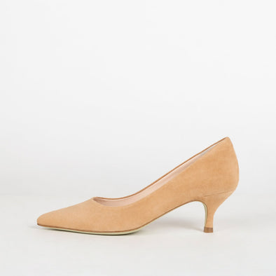 Minimalist pointed toe pumps with kitten heel in nude suede