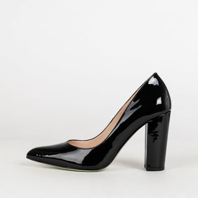 Minimalist pointed toe pumps with high block heel in black glossy leather