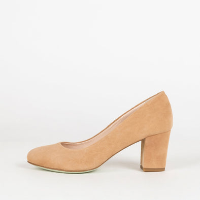 Minimalist rounded toe pumps with medium block heel in nude suede
