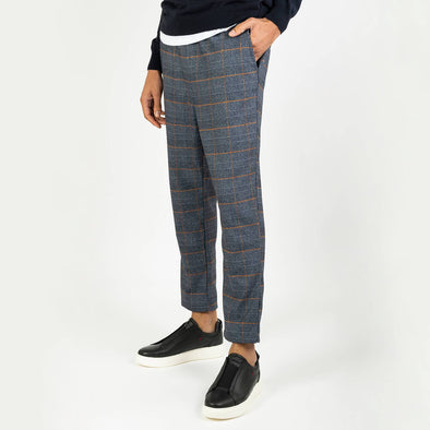 Patterned regular fit trousers with paspel back pockets and strings at the waist.