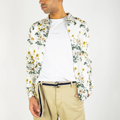 Floral print shirt with long sleeves and regular fit.