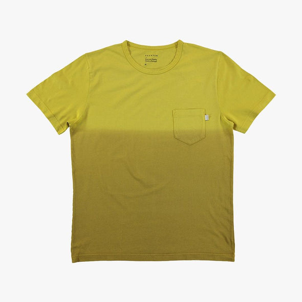 Relaxed fit green dregradé t-shirt with chest pocket.