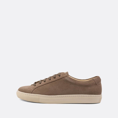 Minimalist sneakers in sand colored suede.