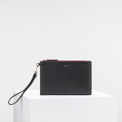 Black cow leather clutch with extractable strap and golden details.