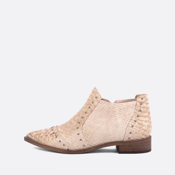 Flat ankle boots in snake leather.