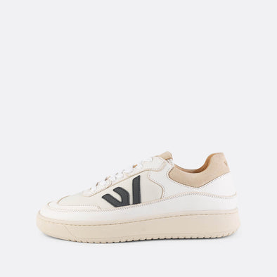White sneakers with chunky beige sole made out of vegetable tanned leather aniline and recycled polyester with brand logo in black.