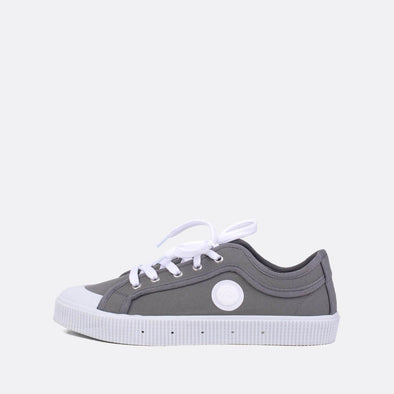 Iconic low-top sneakers in grey canvas.