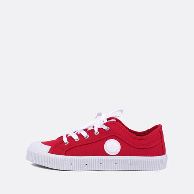 Iconic low-top sneakers in red canvas.