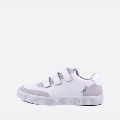 80s inspired low-top sneakers in grey and white.