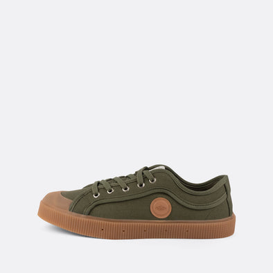 Unisex iconic low-top sneakers in khaki canvas with camel sole.