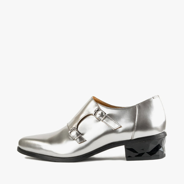 Silver monk shoes in leather with a faceted low heel and pointed toe