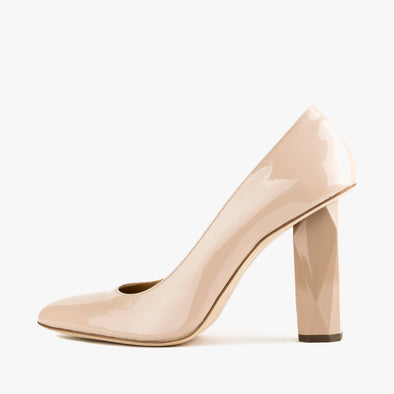 Ivory nude pumps in glossy leather with a faceted high heel