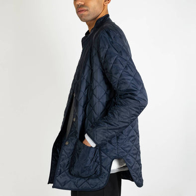 Navy blue single-breasted jacket with mandarin collar, multipockets, long sleeves and internal padding.