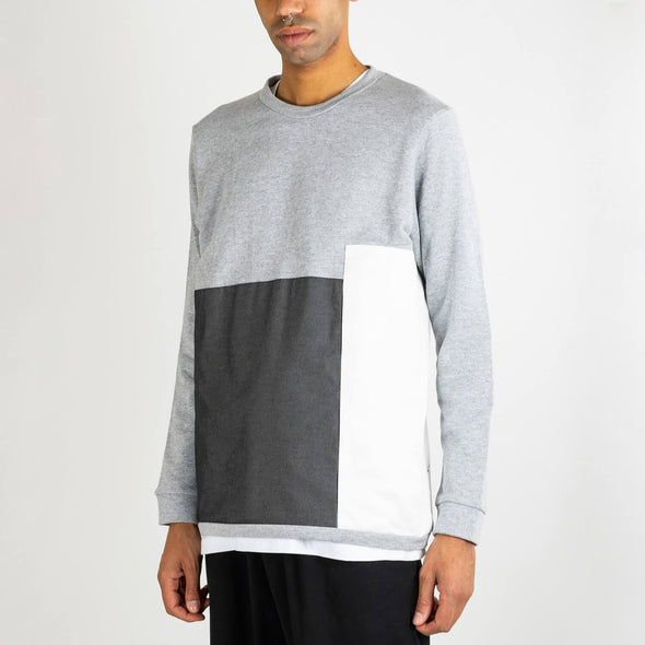 Grey sweatshirt with round collar, long sleeves and french terry lining.