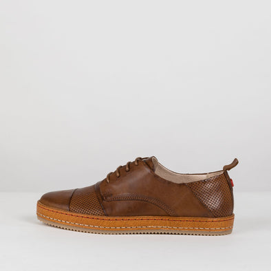 Low-top sneakers in a classic design, in brown leatherand perforated leather panels