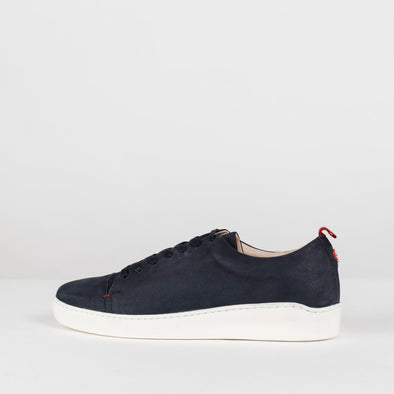 Minimalist low sneakers in navy blue leather with white rubber sole