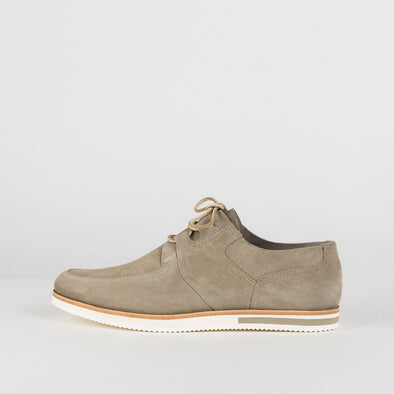 Casual derby shoes in neutral colors with a very distinct wavy sole