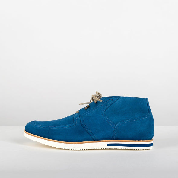 Casual derby shoes in a blue tone with a very distinct wavy sole