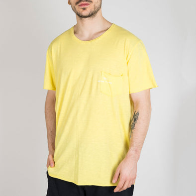 Yellow t-shirt with short sleeves, round neck and '+351 small pocket on the front.