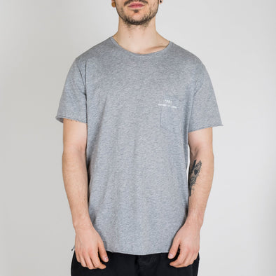 Grey t-shirt with short sleeves, round neck and '+351 small pocket on the front.