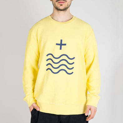 "Yellow sweatshirt with the ""Mais Mar"" sign printed in dark blue."