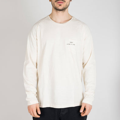 Ivory longsleeve with a round neck and '+351 small pocket on the front.