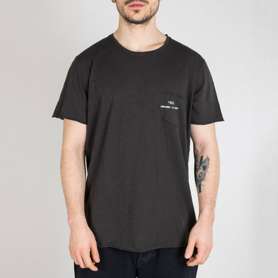 Coal t-shirt with short sleeves, round neck and '+351 small pocket on the front.