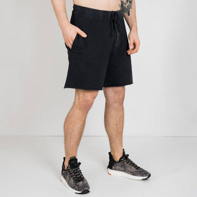 Vintage black above the knee walkshorts with na elastic waist.