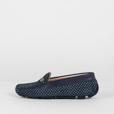 Moccasin loafers in a classic style, navy blue suede with white dot print, ergonomic rubber sole and bow detail