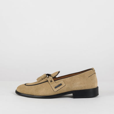 Loafers in beige suede with apron toe and double-tassel