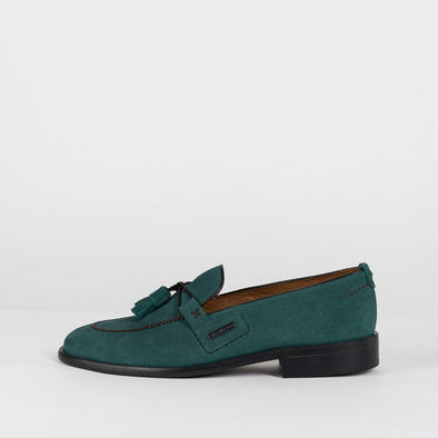 Loafers in hunter green suede with apron toe and double-tassel