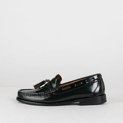 Classic moccasin loafers in dark green polished leather with two tassels