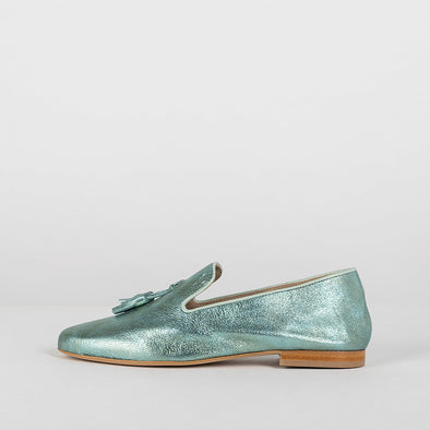 Simple loafers in metallic aquamarine blue leather with two tassels
