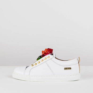 Low top sneakers in white leather with black striped tongue secured with na elastic, and flower applique made of pink and red gems